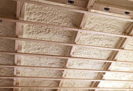 天井には断熱材